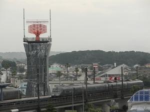 管制塔とソニック(曇り空)